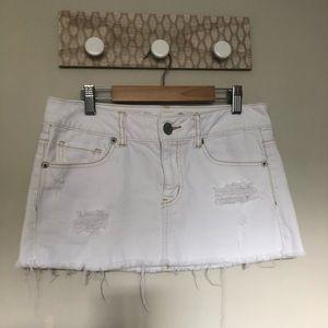 American Eagle White Distress Fray Hem Skirt